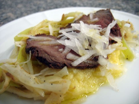 Carpaccio di filetto di cervo con polenta a julienne.jpg